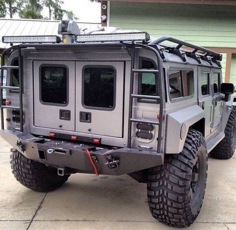 Hummer with Exoskeleton. Custom plate steel body panels and bumper. Self healing tire sidewalls. Cool Trucks, Big Trucks, Cool Cars, Auto Jeep, Hummer H1, Ford Mustang, M Bmw, Offroader, Bug Out Vehicle