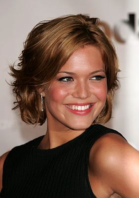 Elegant Short Layer Haircut with Side Swept Bangs Hair and Bob Style for Women