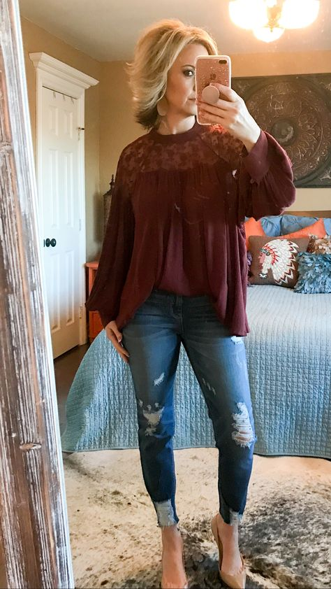 Gorgeous flowy blouse in stunning burgundy. Femme button detailing at the cuff. Perfect blouse worn dressed up or dressed down. Definitely a blouse that will take you from day to night!! ~Fitting true to size