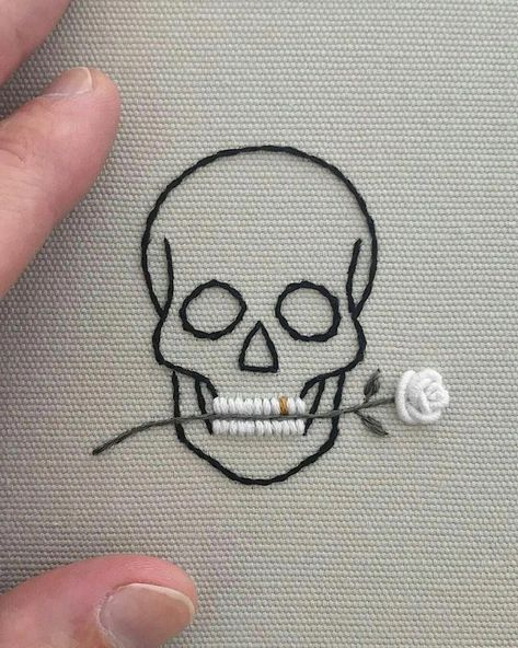 cv Skull With Rose In Teeth iron on//sew on cloth patch