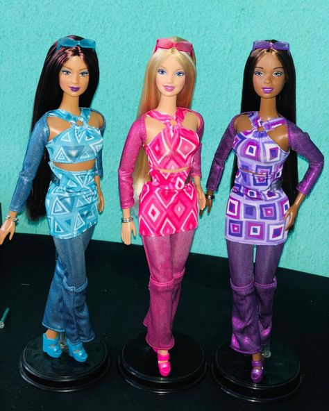 """Mattel BARBIE LOVES ELVIS 2 Piece Black Plastic DOLL Stand for 11.5/"""" Dolls"""
