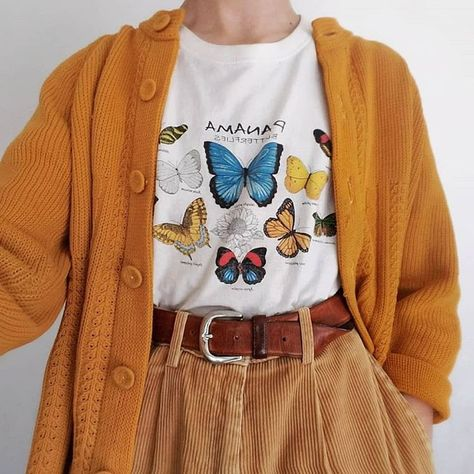 LOVE the butterfly shirt. Not necessarily the cardigan or the super baggy pants Indie Outfits, Retro Outfits, Vintage Outfits, Cool Outfits, Casual Outfits, Vintage Clothing, Dress Vintage, Vintage Fashion, Hipster Outfits