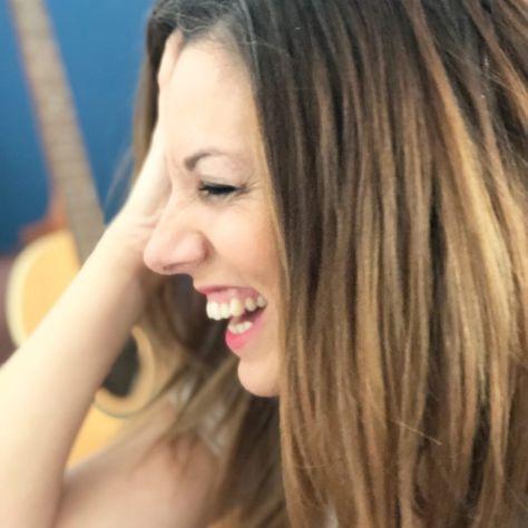 """NURIA ABIA on Instagram: """"Que no lo digo yo,que lo dice la ciencia 😉 . . 🔹""""Reír es muy beneficioso para la salud.Estimula el sistema nervioso reduciendo el estrés y…"""""""