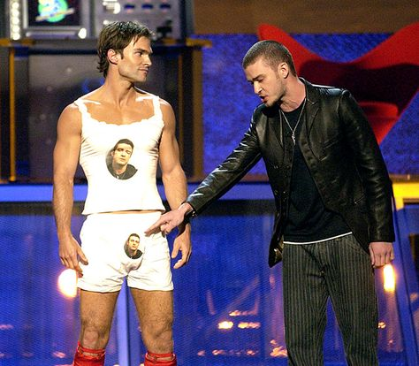 Pin for Later: The MTV Movie Awards Hosts You Probably, Definitely Forgot About Justin Timberlake and Seann William Scott, 2003