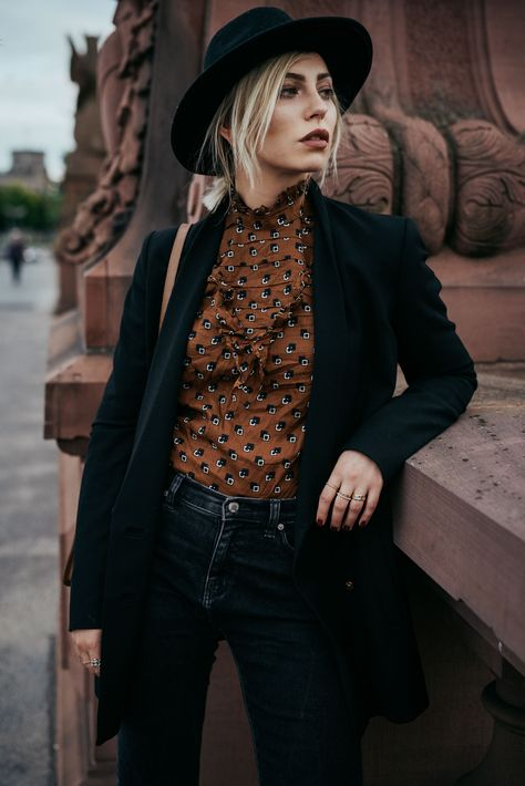 Autumn Outfit   style: boho, 20s, brown, graphic, romantic   find more pictures…