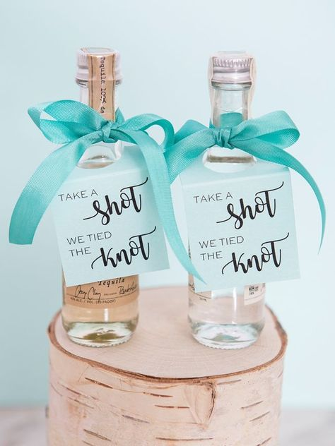 Wedding Gifts Diy Take A Shot We Tied The Knot, DIY mini alcohol tags! - Using one of our 5 printable designs, you can easily and quickly create super fun favors that your shower, bachelorette, or wedding guests are sure to LOVE! Creative Wedding Favors, Wedding Favors For Guests, Diy Wedding Souvenirs, Wedding Guest Gifts, Alcohol Wedding Favors, Destination Wedding Favors, Personalized Wedding Favors, Wedding Ideas For Tables, Diy Wedding Table Decorations