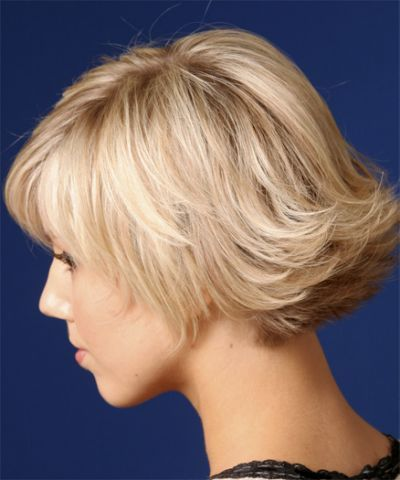 Back View Of Flipped Hairstyle Short Wavy Hair Medium Hair Styles Hair Styles