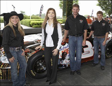 Taylor Nicole Earnhardt Taylor Earnhardt Nascar Champions Dale Jr How much is dale earnhardt worth in 2020? taylor earnhardt nascar champions dale jr