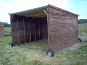Mobile Field Shelter On Wheels In 2020 Field Shelters Horse Shelter Livestock Shelter
