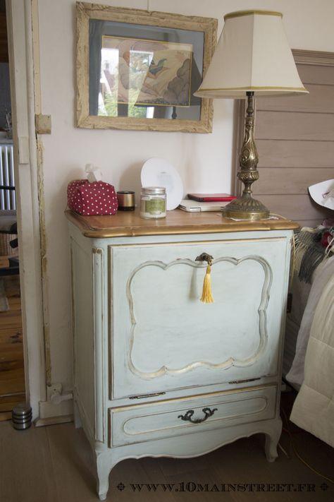 Un Vieux Bar En Merisier Verni Devient Une Table De Chevet Chic Mobilier De Salon Relooking De Mobilier Meubles Peints