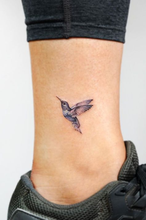 Bird tattoos are extremely popular tattoo designs. Bird images are related to freedom of thought and expression and also signify independence of the personality. Dainty Tattoos, Wrist Tattoos, Pretty Tattoos, Mini Tattoos, Beautiful Tattoos, Body Art Tattoos, Small Tattoos, Sleeve Tattoos, Temporary Tattoos