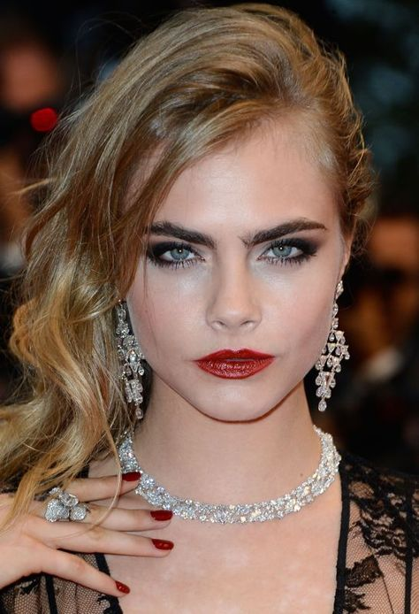 The Best Celebrity Eyebrows, Make Up, and Accesories - Cara Delevingne