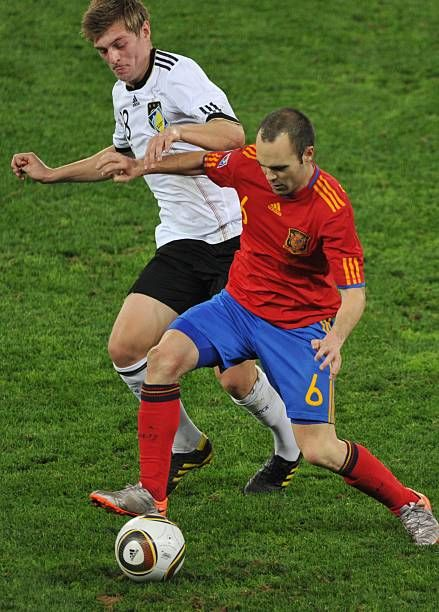 Spain S Midfielder Andres Iniesta Fights For The Ball With Germany S Midfielder Toni Kroos During The 2010 World Cup Semifinal Fo Toni Kroos Iniesta Midfielder