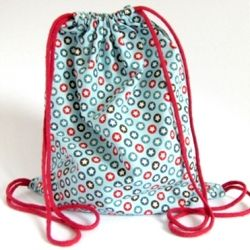A simple tutorial to make a drawstring backpack. Perfect for storing toys, use as a library bag or a light weight back pack for the kids when out.