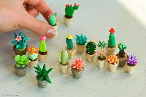 Vasinhos de cactus feito com massinha! http://www.flickr.com/photos/vgenburgos/9932260304/
