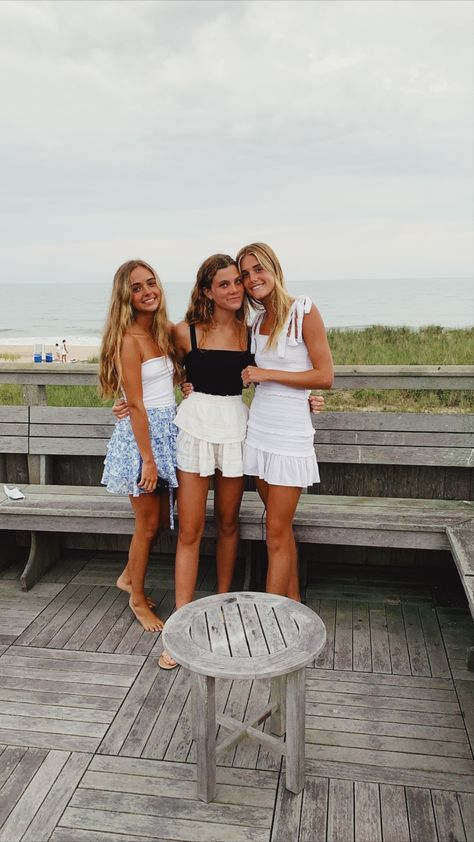 Cute Preppy Outfits, Preppy Style, Pretty Outfits, Cute Friend Pictures, Best Friend Pictures, Friend Pics, Jugend Mode Outfits, Summer Aesthetic, Beach Aesthetic