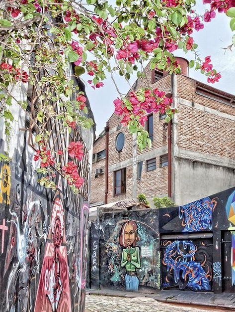 Beco do Batman (Batman's Alley, a grafitti hotspot in Vila Madalena, São Paulo, Brazil