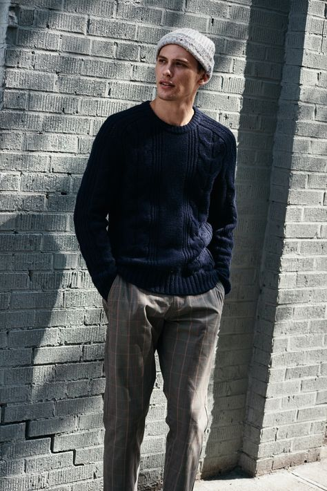 Indie Fashion Men, Mens Fashion Wear, Classic Mens Fashion, Classic Mens Style, Street Fashion, Beanie Outfit, Mens Fashion Sweaters, Men Sweater, Mens Sweater Outfits