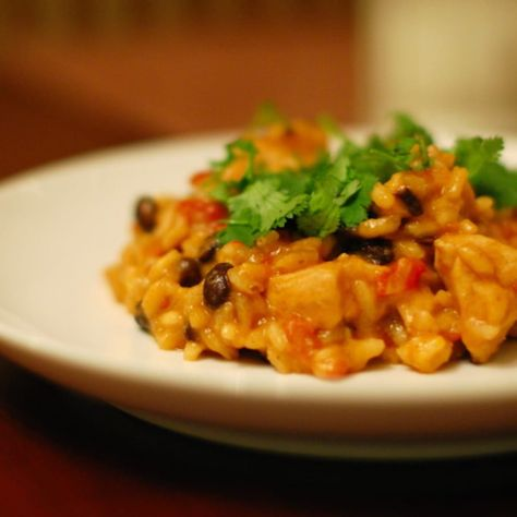 This cheesy black bean risotto recipe adds a Mexican twist to the typical creamy risotto. This simple recipe can also be made vegetarian. | pinchofyum.com