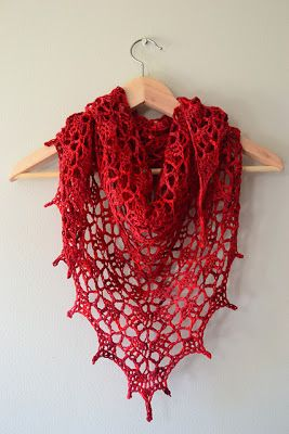 free crochet shawl pattern http://crochetincolor.blogspot.ca/2012/01/two-new-favorite-go-to-patterns-for.html