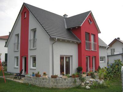 Fassadengestaltung einfamilienhaus beispiele  Einfamilienhaus in Burglengenfeld | Fassadendesigns | Pinterest ...