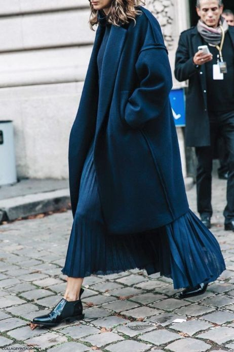 She's got STYLE - Style and glam to start the week off, lots of super chic looks, enjoy. Street Style at Paris Fashion Week, W Magazine black and white, tres chic- Leigh La