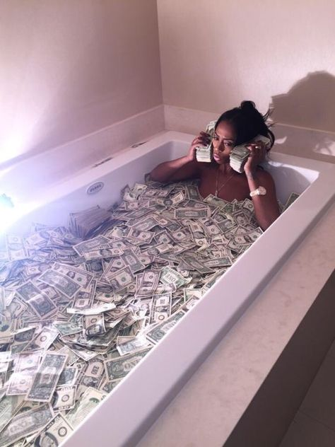 I am a money magnet Boujee Aesthetic, Black Girl Aesthetic, Fille Gangsta, Money On My Mind, Money Stacks, Gangster Girl, Bad And Boujee, Mood Pics, Rich Life