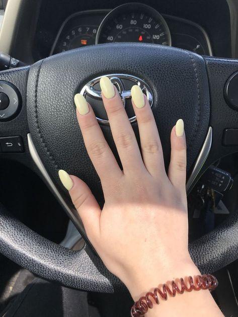 Hellgelbe ovale Acrylfarben #AcrylicNailsChristmas #AcrylicNailsSquoval  Acrylic Nails Squoval
