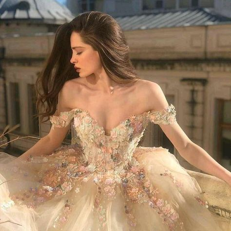 Image about fashion in Drees 👗👑 by Valery S. on We Heart It Fairytale Dress, Fairy Dress, Fairytale Fashion, Ball Gowns Prom, Prom Dresses, Masquerade Ball Dresses, Flapper Dresses, Ball Gown Dresses, Bridal Dresses