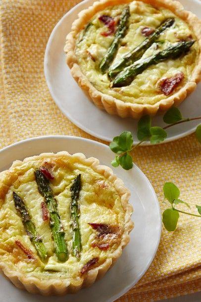 Spring Asparagus Quiche Daisy Brand Sour Cream Cottage Cheese In 2020 Asparagus Quiche Creamed Cottage Breakfast Brunch Recipes