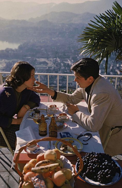 Alain Delon with Romy Schneider in Switzerland, 1959 Romy Schneider, Alain Delon, Vacaciones Gif, Melodie En Sous Sol, Emmanuelle Béart, Good Looking Actors, The Love Club, Italian Summer, French Riviera