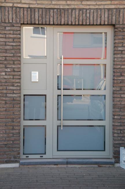 Pin Van Guy Incognito Op Haus Voordeur Ramen En Deuren Deuren
