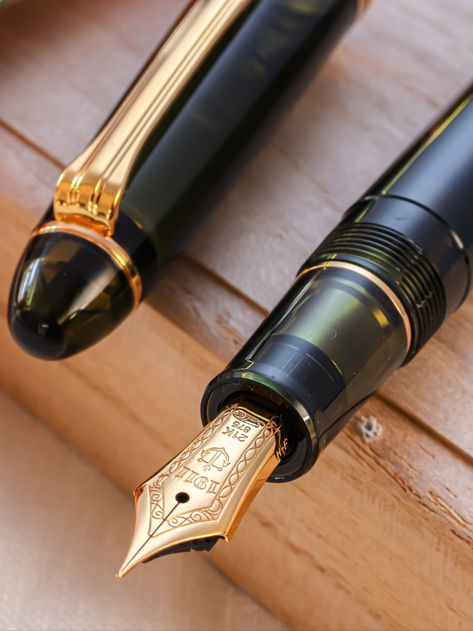 Classic Fountain Pen With Brown Base /& Silver /& Rose Gold Lid