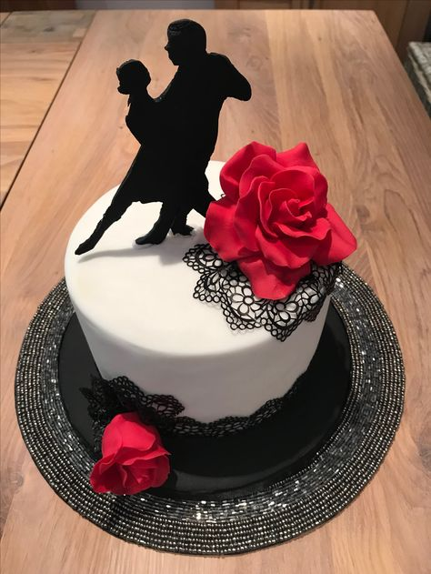 Tango dancers cake