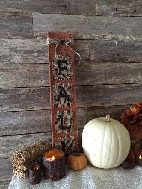 196 Best Wood Pallet Signs and Rustic Home Decor by Country Clutter Primitive Fall Decor - Ahtapot Home Decoration Burlap Fall Decor, Country Fall Decor, Rustic Fall Decor, Fall Home Decor, Autumn Home, Country Crafts, Fall Wood Crafts, Burlap Crafts, Primitive Fall Crafts