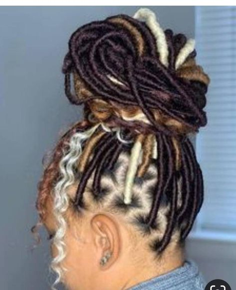 Faux Locs & Goddess Locs Hairstyles- How to Install, Price & Differences Faux Locs Hairstyles, Braided Hairstyles For Black Women, African Braids Hairstyles, Braids For Black Hair, My Hairstyle, African Hair Braiding, Protective Hairstyles, Little Black Girls Braids, Black Hairstyles