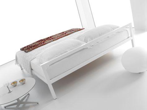 Aluminium bed de MDF Italia.  #furniture