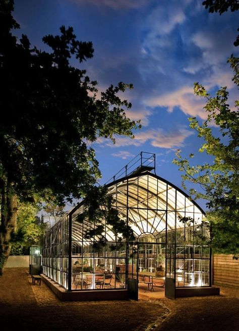 amazing Greenhouse at Babylonstoren (South Africa) Babylonstoren is one of the oldest Cape Dutch farms. It has a fruit and vegetable garden of beauty and diversity, unique accommodation, fine f. greenhouse Greenhouse at Babylonstoren (South Africa Greenhouse Plans, Greenhouse Gardening, Vegetable Gardening, Container Gardening, Jardin Decor, South Africa, Outdoor Living, Cape Dutch, Greenhouse Restaurant