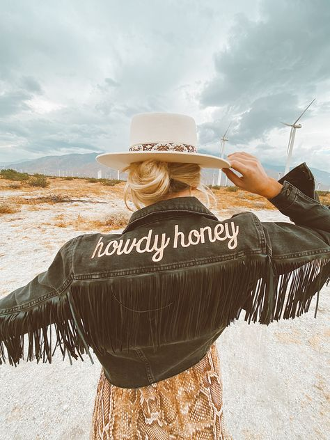 Nothing But Country® is country lifestyle wear for those who love everything country. Stylish Tshirts, Tanks, Sweatshirts, Hats, Boots and Decals. Jean Hippie, Mode Hippie, Cropped Denim Jacket, Fringe Jacket, Denim Jackets, Looks Style, Style Me, Look Fashion, Fashion Outfits