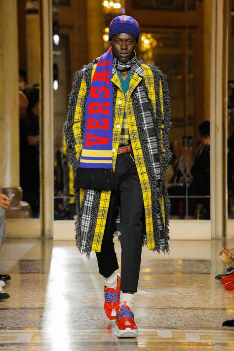 The complete Versace Fall 2018 Menswear fashion show now on Vogue Runway.
