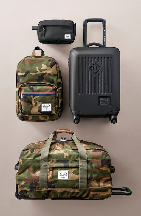 Durable 600-denier tech fabric means lasting appeal for a convenient dopp kit with a smart waterproof zipper and wipe-clean lining.