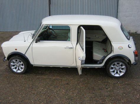 Ur Countryman 1980 Mini 4 Door For 6k Mini Cooper Classic Classic Mini Mini Cars