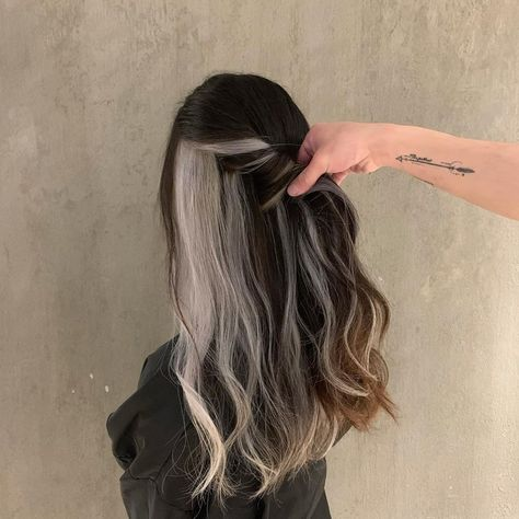 Hair Color Streaks, Hair Dye Colors, Ombre Hair Color, Cool Hair Color, Funky Hair Colors, Color Block Hair, Hair Color Underneath, Chelsea Houska Hair, Aesthetic Hair