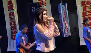Video Nella Kharisma Dengarlah Bintang Hatiku Versi Dangdut