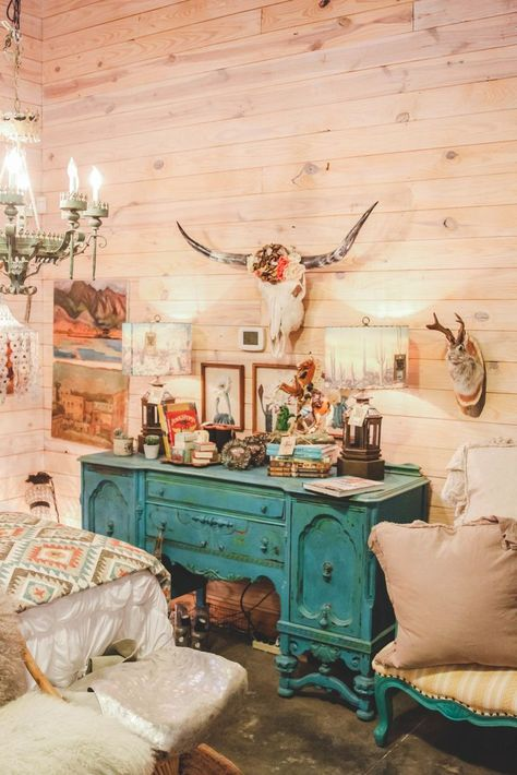 Loving how she created a unique western space with our exclusive YUMA quilt! boho Junk Gypsy Headquarters in Round Top Texas Western Style, Rustic Western Decor, Western Kitchen Decor, Texas Western, Modern Rustic, Western Rooms, Western Bathrooms, Westerns, Looks Country