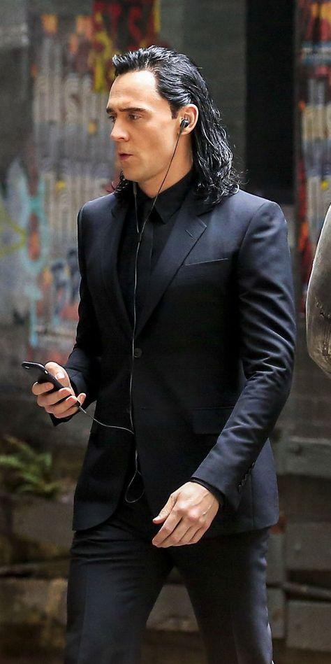 "Tom Hiddleston as ""Loki"" on the set of ""Thor : Ragnarok"" in Brisbane, Australia…"