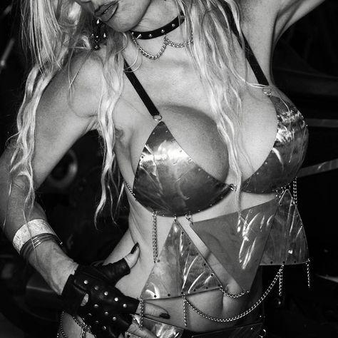 Metall BH  @lillicatsuit @gustavmorgenbesser @freakmetal_82 #freakgirls #freakmetal #welding #weldporn #bikini #bikinigirl #outfit #fashion #metal #metalwork #hendmade  #hotgirls #hot #girl #model #photo #austria #austriangirl #sexygirsl #sexyboobs #fetisch #photography #shooting #sexy #sexyoutfit #erotik
