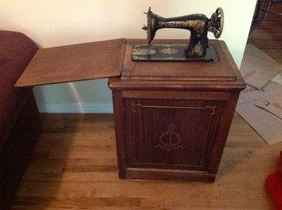 Antique SINGER Sewing Machine in QUARTER OAK Cabinet w1503 | Ye Olde Sewing  | Pinterest | - Antique Singer Treadle Sewing Machine In Cabinet Antique Furniture