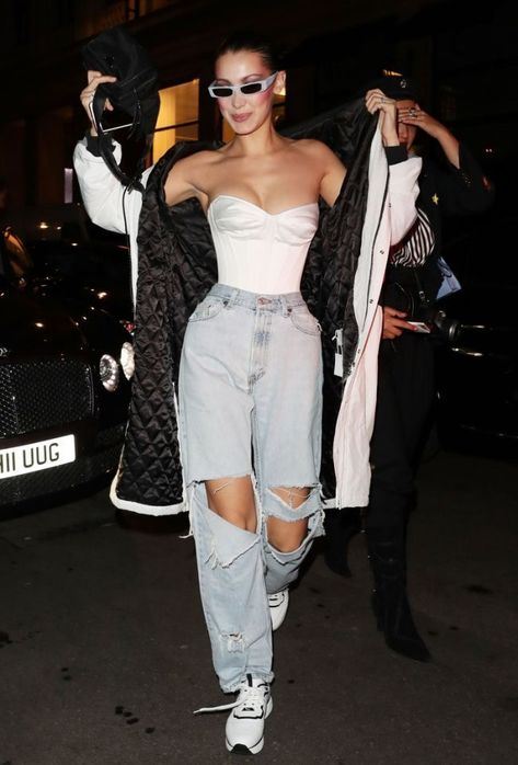 Bella Hadid jeans and corset Trend Fashion, Curvy Fashion, Look Fashion, Fashion Outfits, Kids Fashion, Bella Hadid Outfits, Bella Hadid Style, Alexandre Vauthier, Mode Pastel