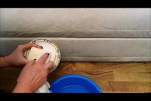 VIDEO: Couch reinigen - so wird Ihr Sofa aus Mikrofaser sauber